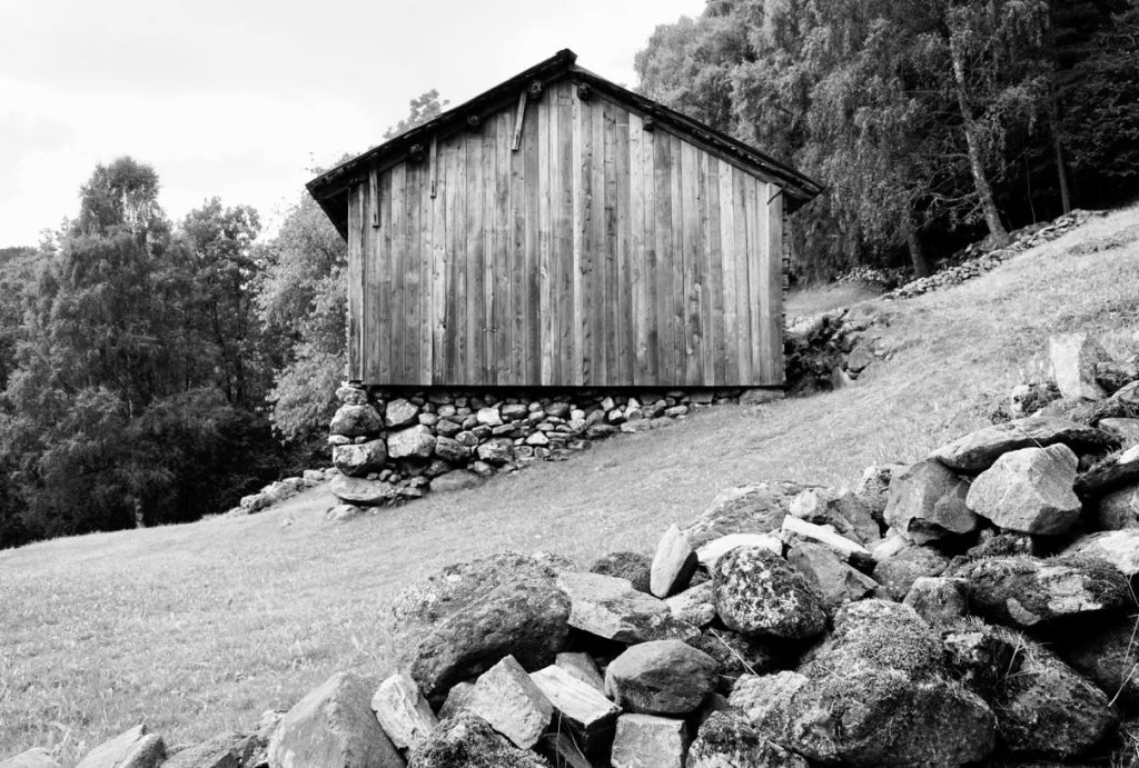 Rui black and white old house