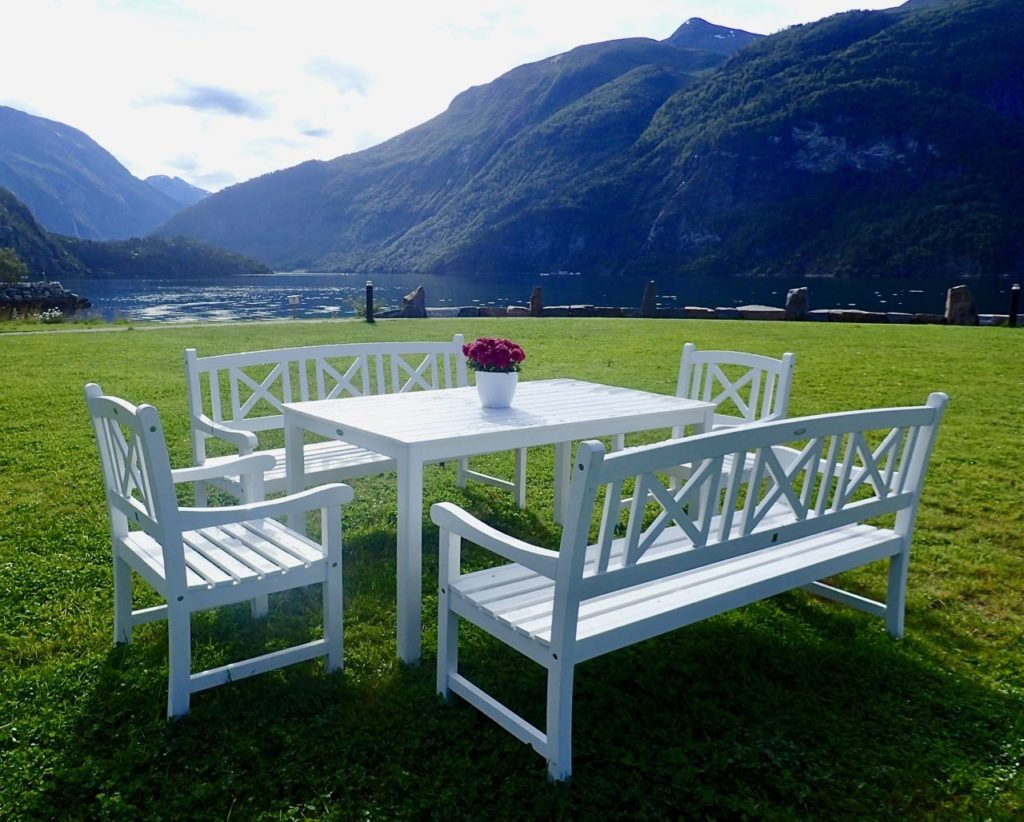 Valldal Fjordhotell breakfast outdoors review