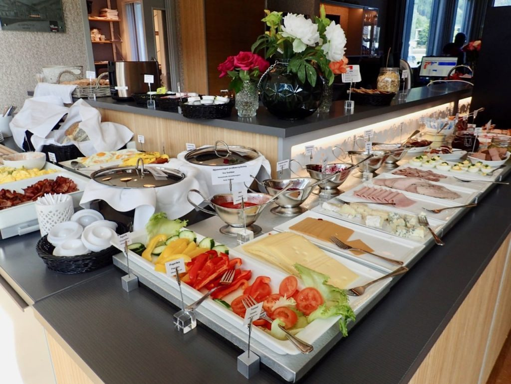 Valldal Fjordhotell breakfast inndoors selection review