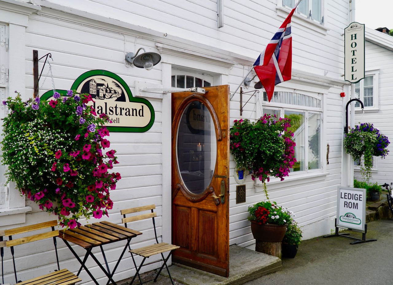 Road trip Norway Folvik Kafe Sogndalstrand Kulturhotell
