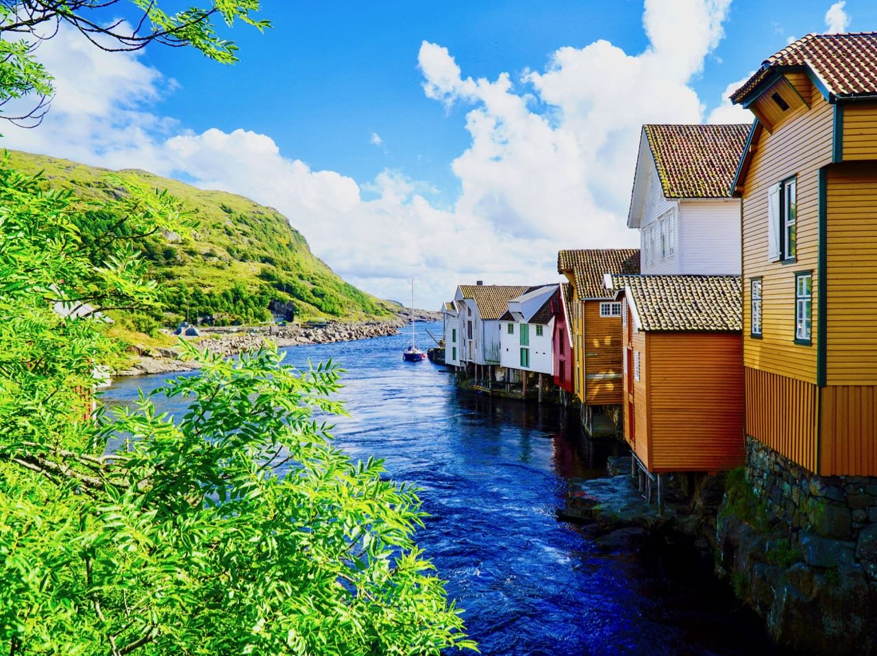 Road trip Norway Sogndalstrand houses town