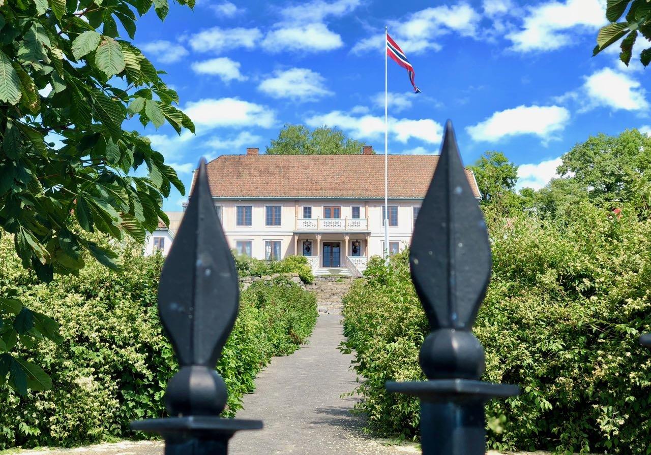 Helgøya Hovelsrud farm historic garden review