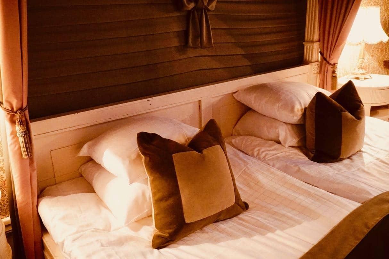 Thorskogs slott castle Christmas bed suite wedding review