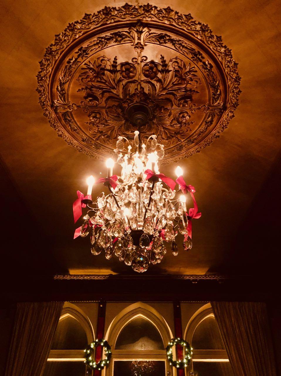 Thorskogs slott castle Christmas chandelier stucco review