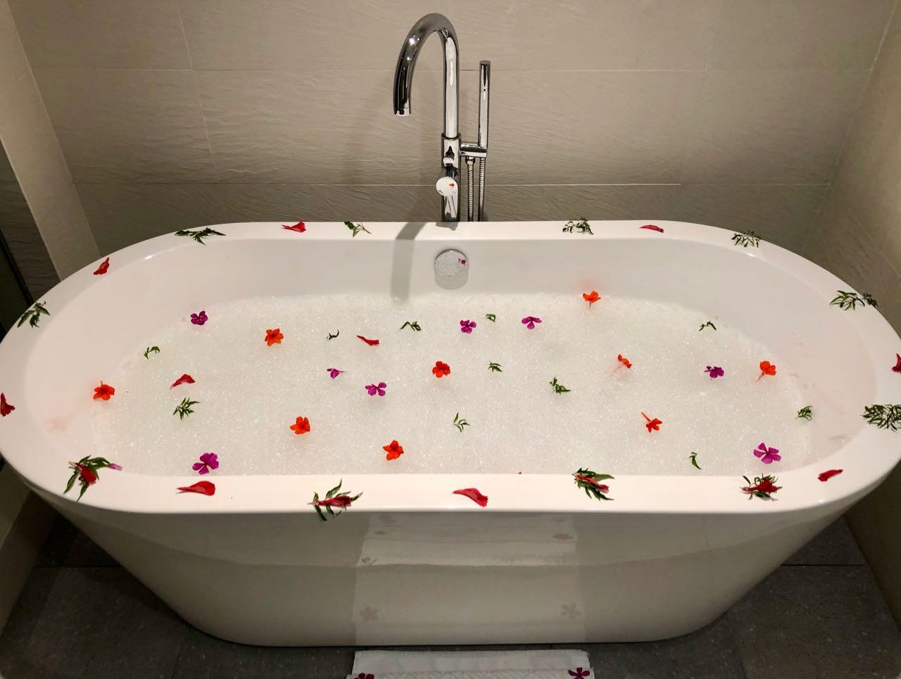Bath Hilton Seychelles Labriz Silhouette Island