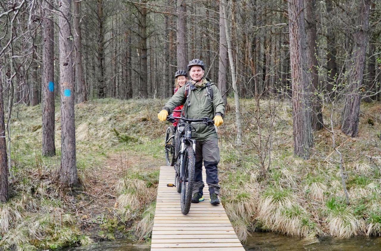 Ole Johan from Dovrefjell Adventures and Oda from Toftemo Turiststasjon. Elk safari on ebikes in Dovre