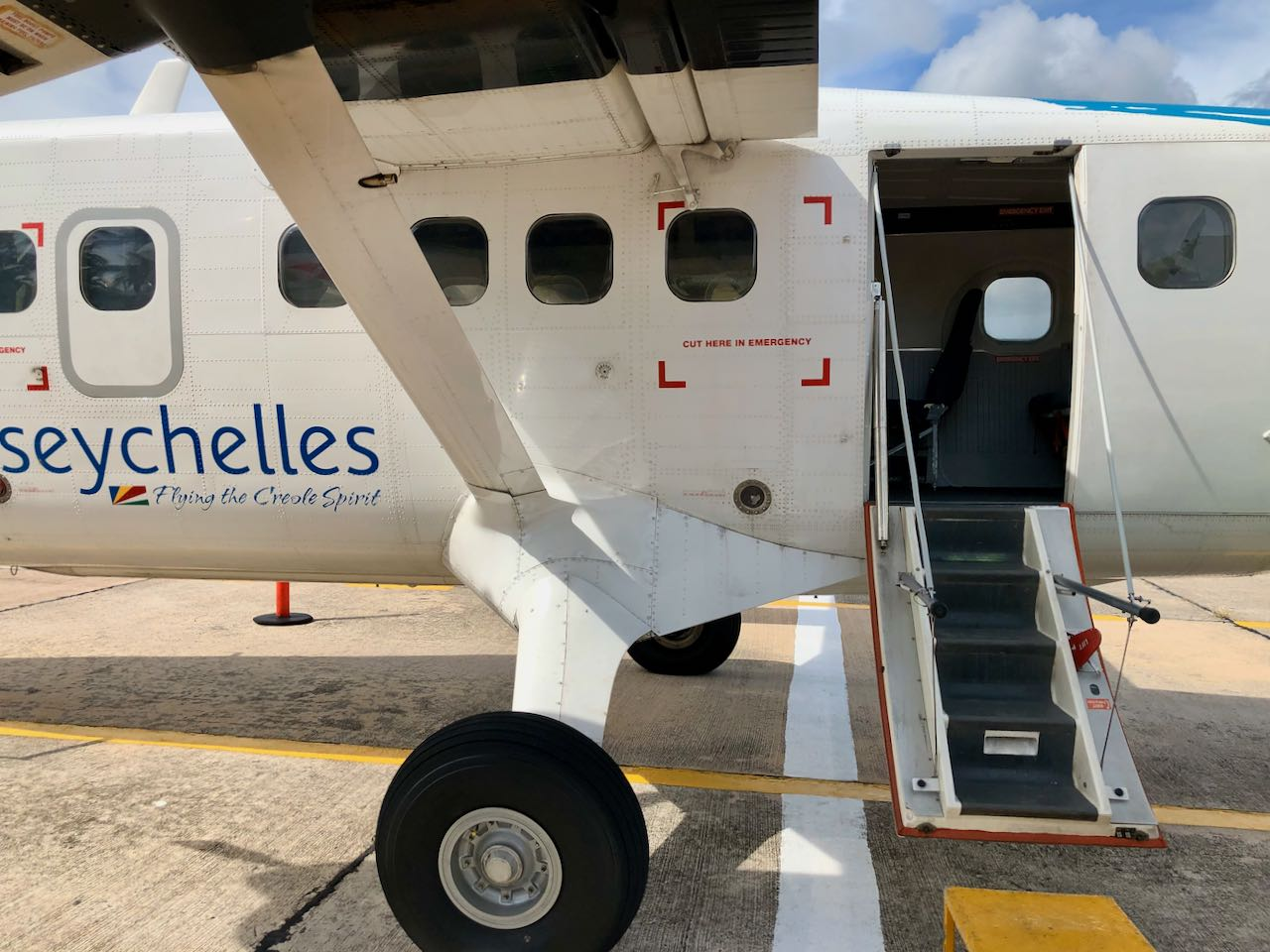 Review Air Seychelles Mahe Praslin boarding