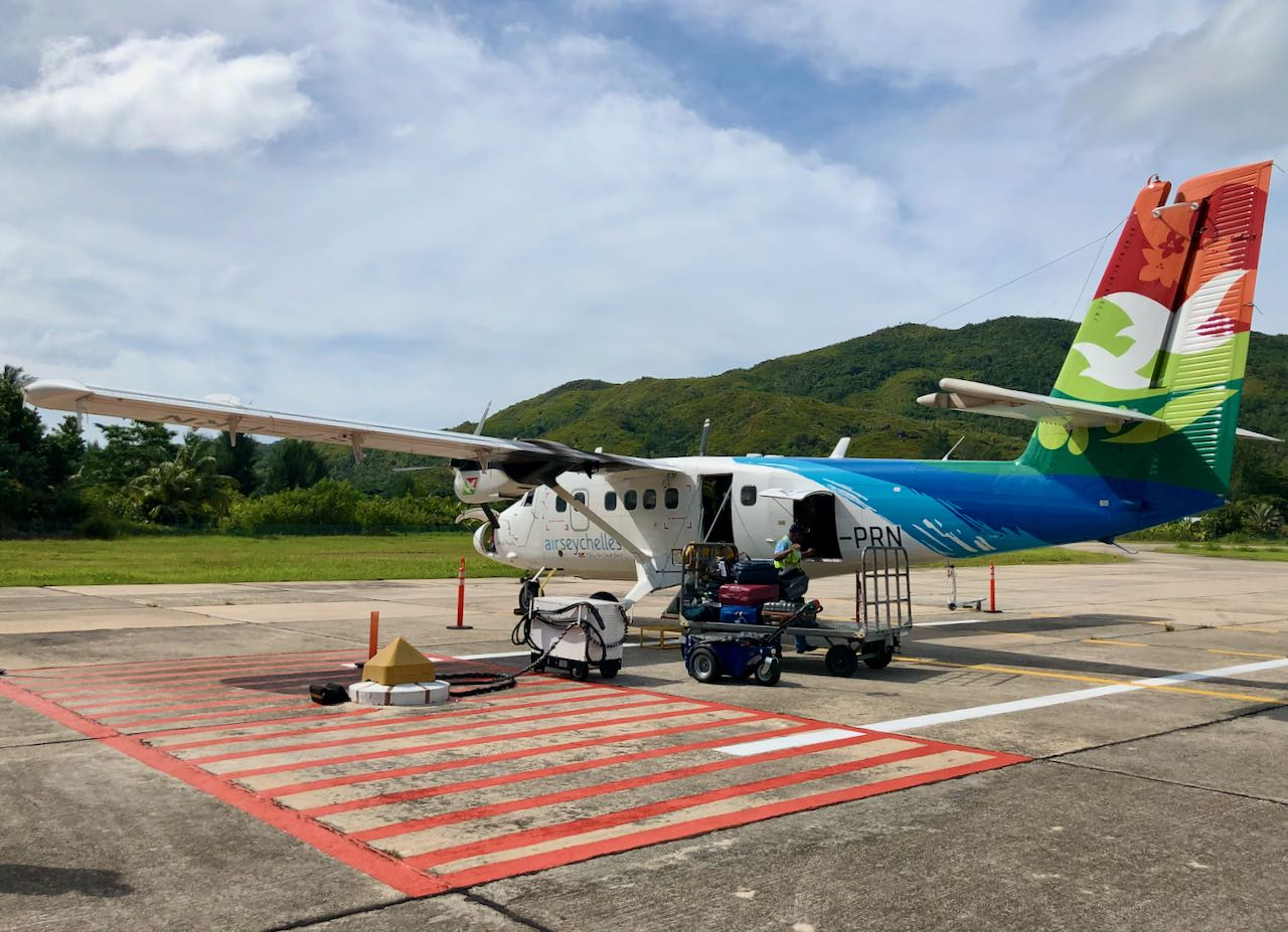 Review Air Seychelles Mahe Praslin luggage loading