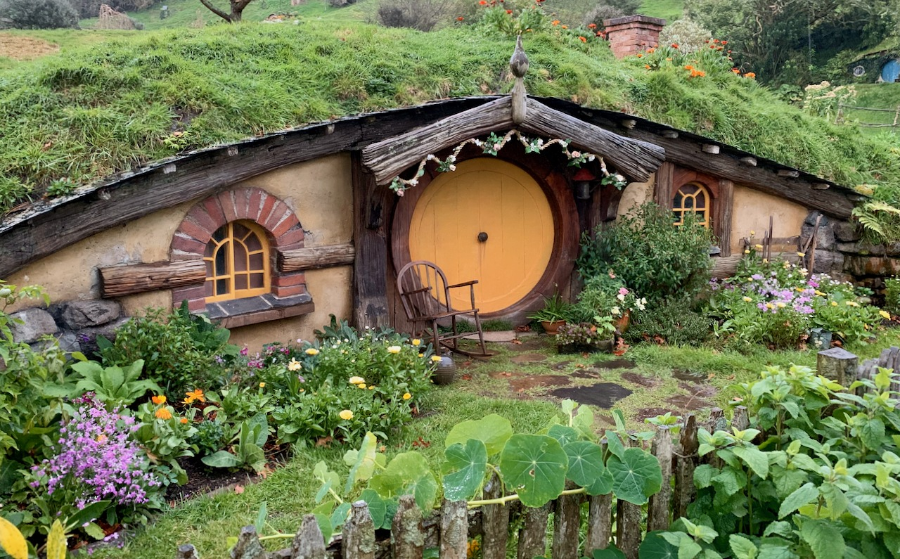 Hobbit homes Hobbiton Evening Banquet Tour