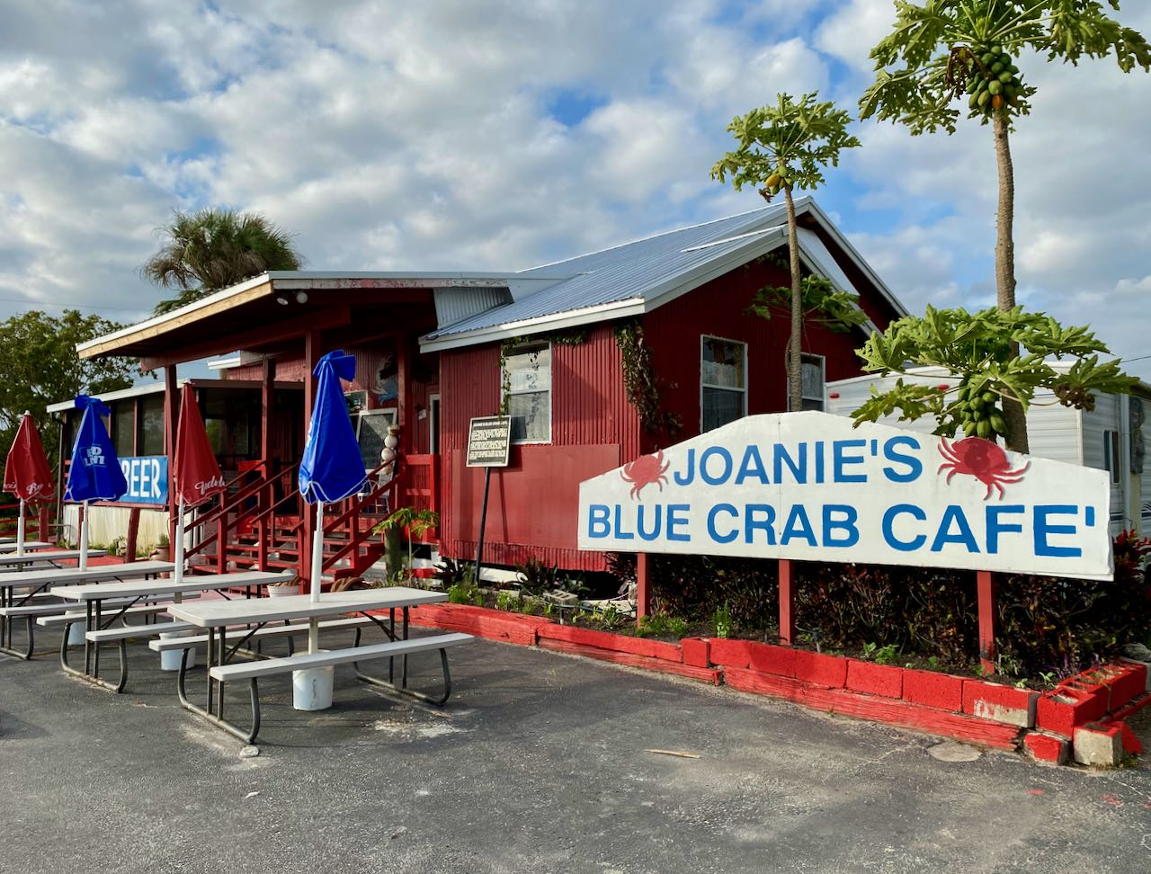 Joanies Blue Crab Cafe Attractions and Places to Stop Along the Tamiami Trail/U.S. Highway 41
