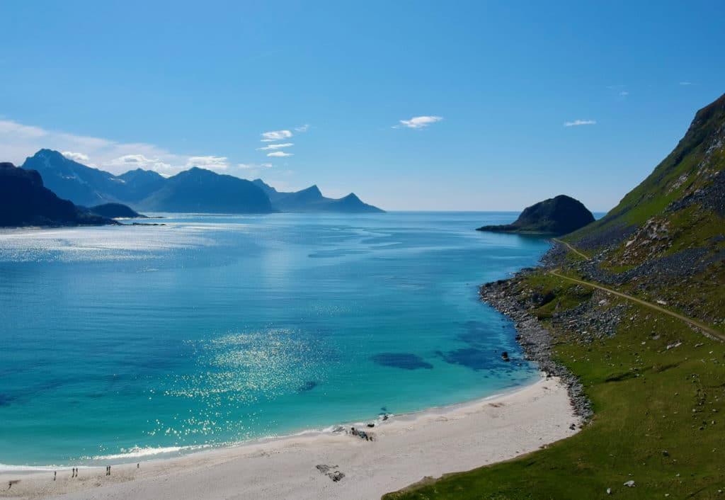 HAUKLANDSTRANDA (Norwegian Scenic Route Lofoten): From Mount Mannen you can look straight down on the beautiful Haukland beach.